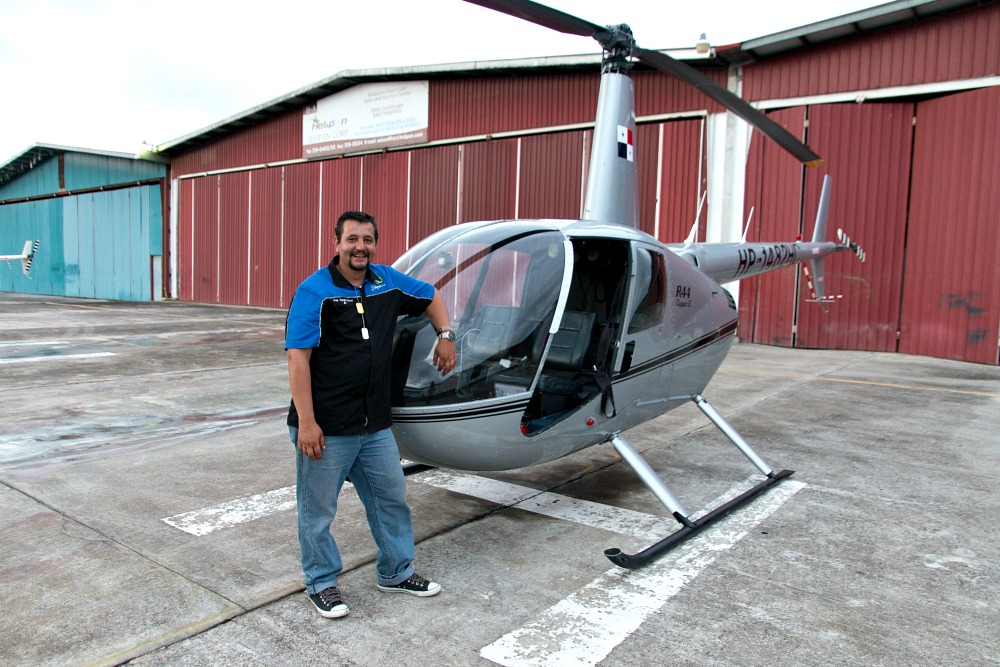 Helikopter mit Pilot Camilo