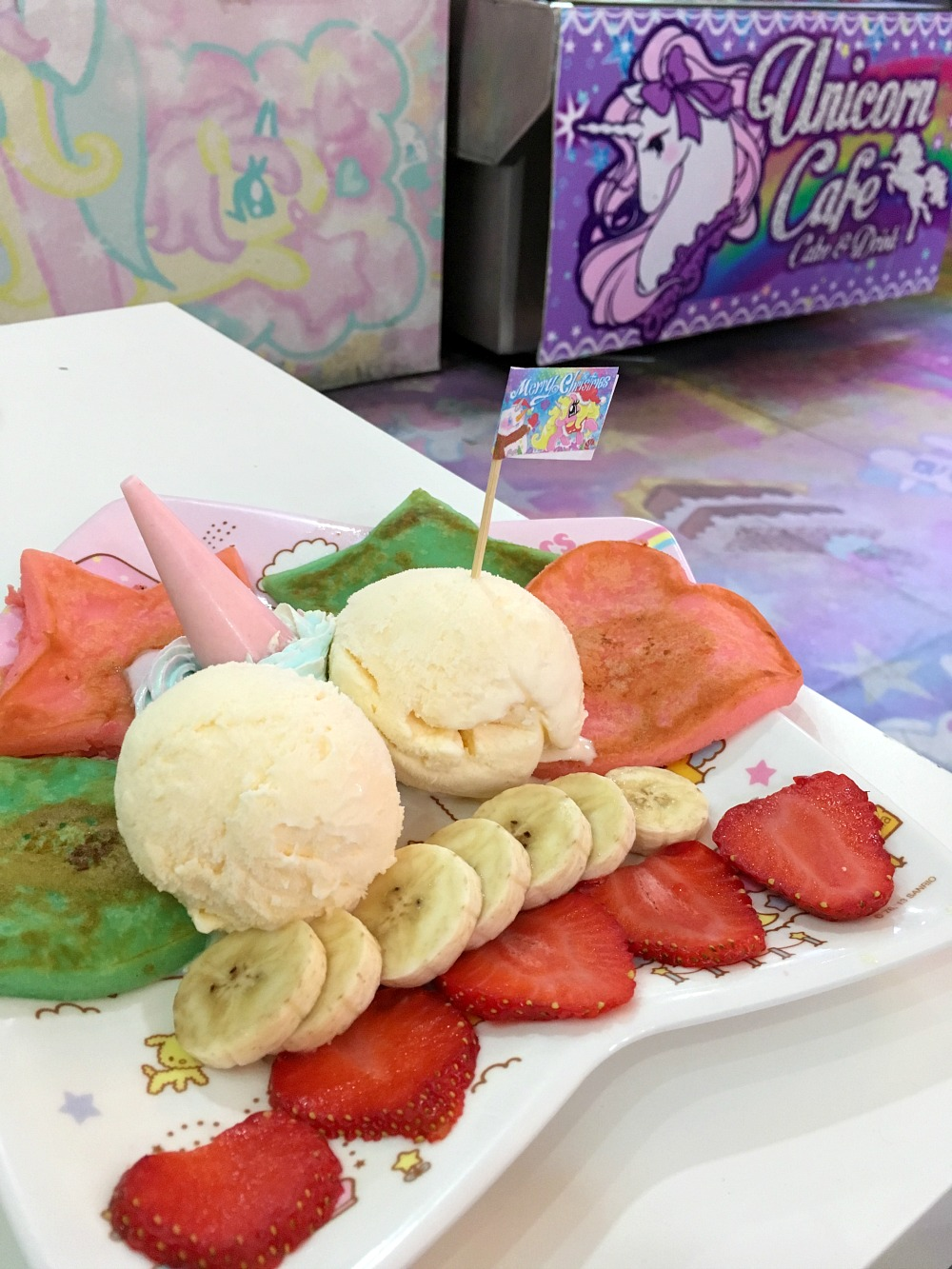 Rainbow Food im Unicorn Cafe, Bangkok