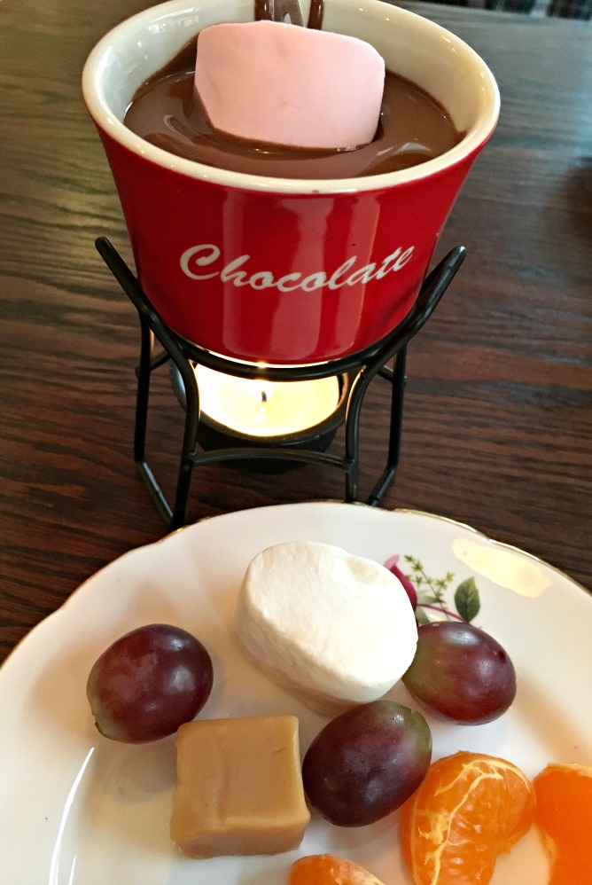 Schokoladenfondue bei White Rabbit Chocolatiers
