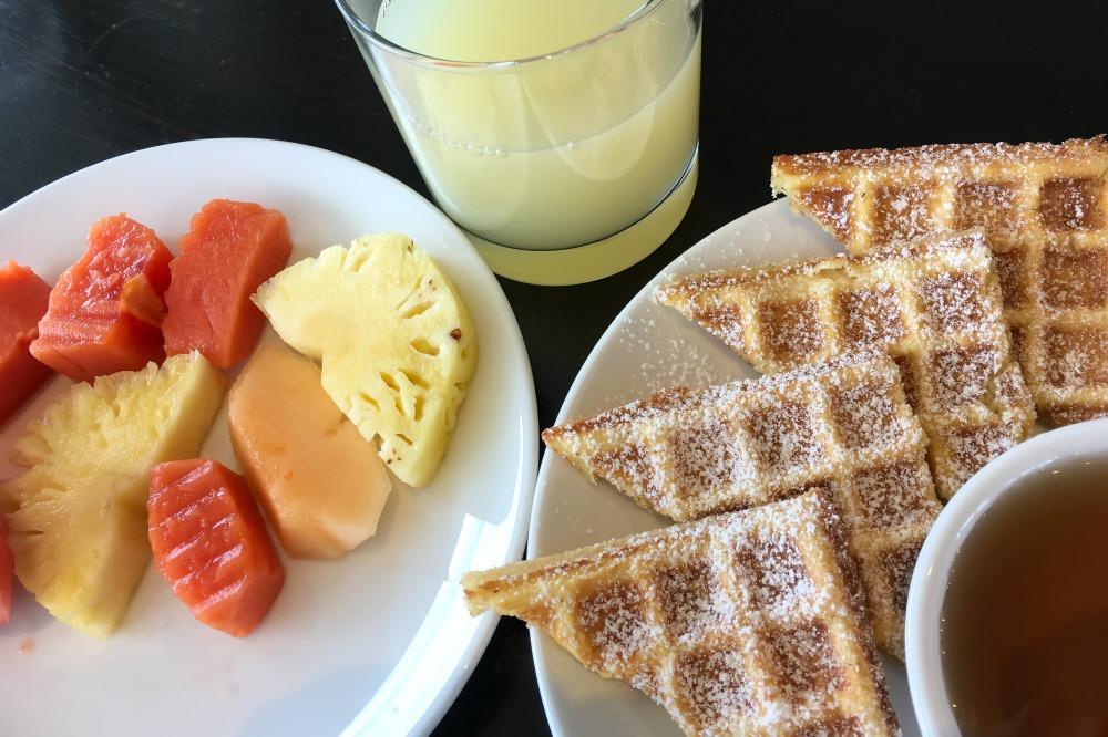 Frühstück im Millennium Hilton Bangkok Hotel