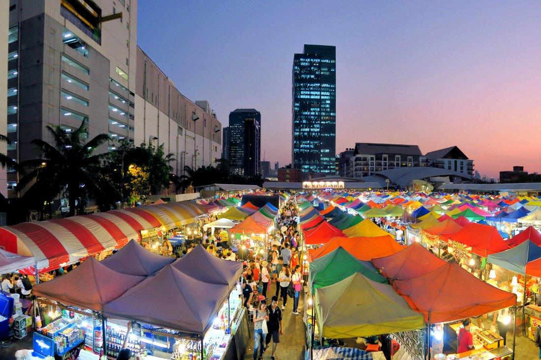 Bangkok Insidertipps Essen: Talad Rot Fai Ratchada