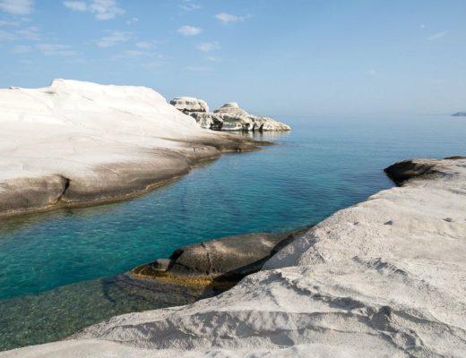 Sarakiniko Beach: Mondlandschaft auf Milos, Griechenland