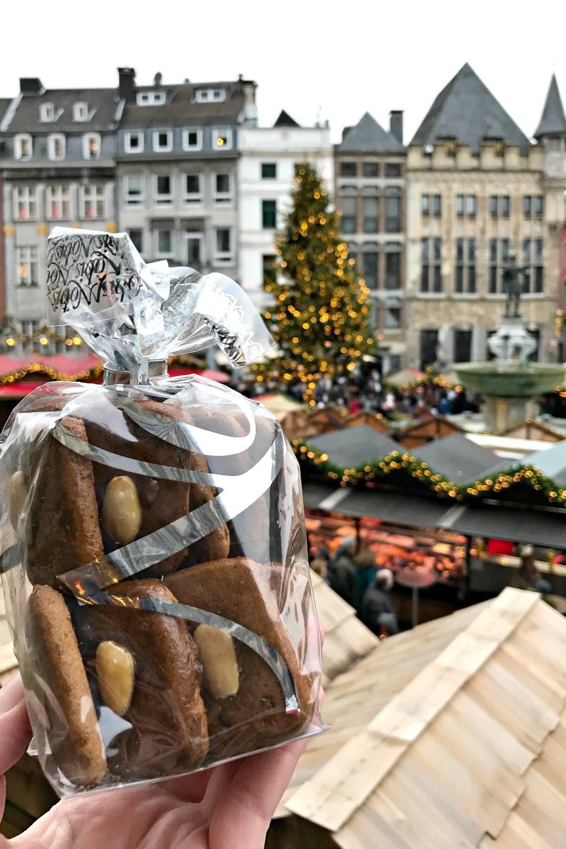 Der Weihnachtsmarkt Aachen ist einer der schönsten und größten Märkte in Europa. Ich erzählte euch davon, mit vielen Bildern. #Aachen #Deutschland #Weihnachtsmarkt #ChristmasMarket #Weihnachten #Printen