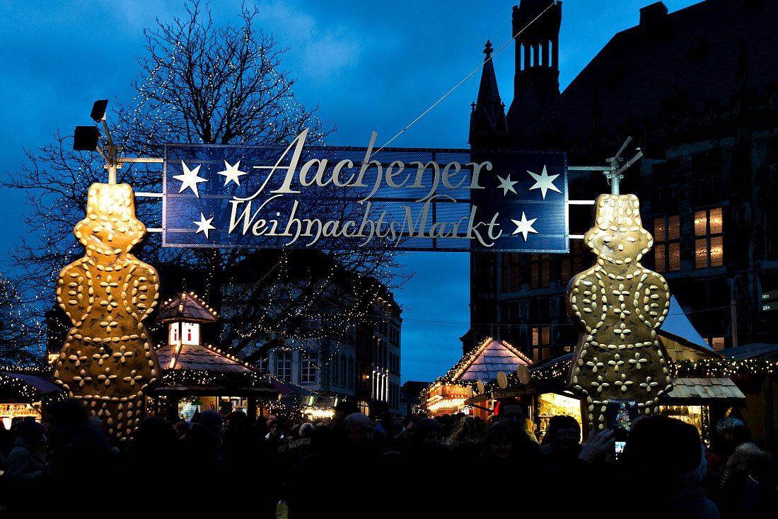Weihnachtsmarkt Aachen am Abend