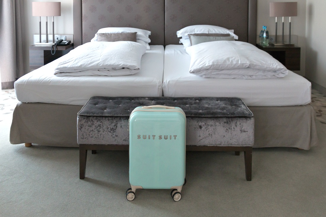 Suitsuit koffer test: handbagage in jaren 50 look