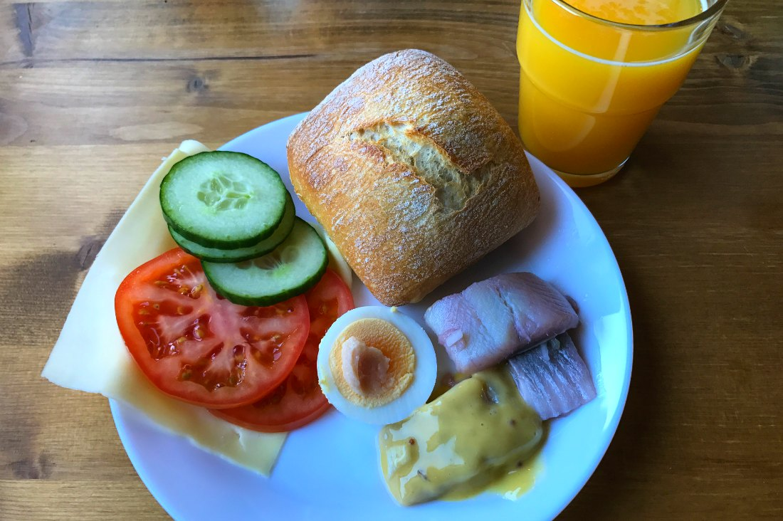 Frühstück auf dem Hotelschiff Stockholm