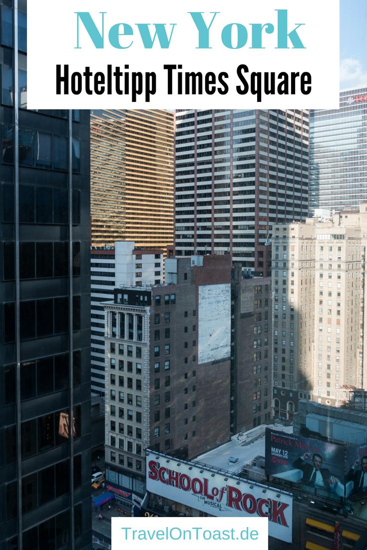 Der beste Tipp für ein Hotel in New York City: Im citizenM Times Square übernachtet ihr superzentral in Manhattan, erlebt bezahlbaren Luxus im 4 Sterne Hotel, mit tollem Design und fantastischen Ausblicken von Hotelzimmer und Dachterrasse. #NewYork #NYC #Manhattan #TimesSquare #citizenM #Hotel #Reisen #Urlaub #Fernreise #USA