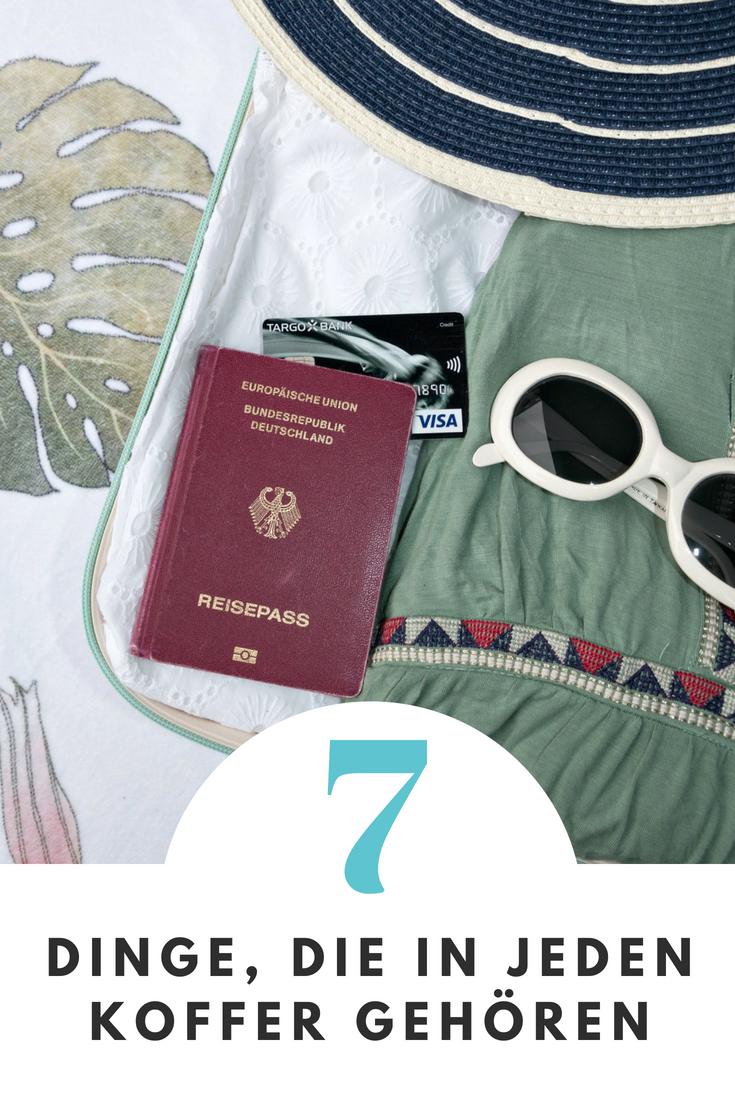 (Werbung) Bist du jemand, der auf selbst auf eine Wochenendreise mit einem schweren Koffer geht? Oder reist du wie ich lieber leicht und selbst auf Fernreisen nur mit Handgepäck? Hier kommt meine Reisezubehör Liste mit 7 Dingen, die bei mir auf jede Reise mitmüssen. Und 5 Dinge, die du ruhig zu Hause lassen kannst. #TargobankReise #Urlaub #Reise #Reisen #Ferien #Reisezubehoer #Koffer