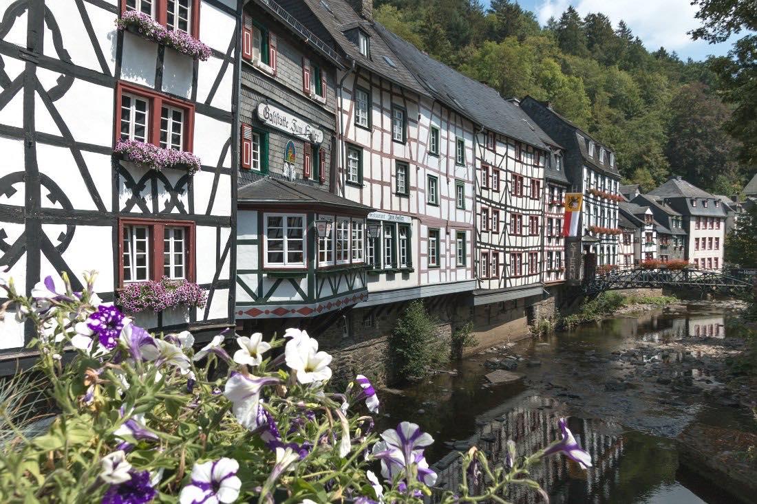 Eifel Ausflugstipps & Rezept für Zwetgschen Pfannkuchen