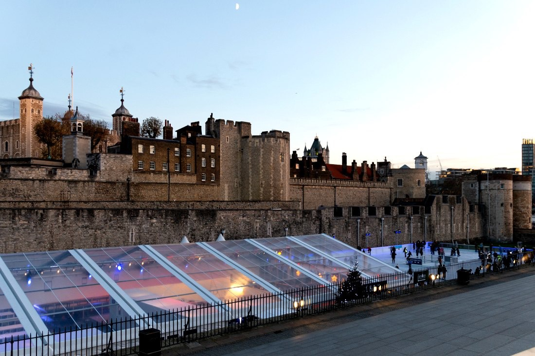 Tower of London Ice Rink Eislaufbahn