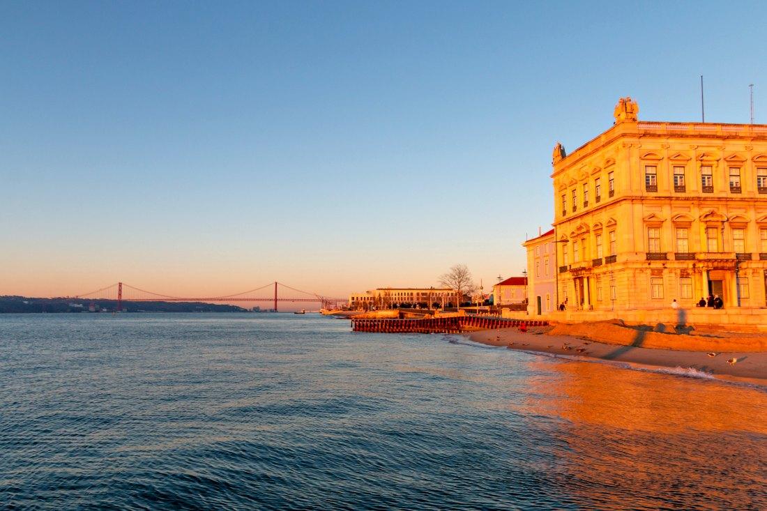 Lissabon im Winter Sonnenaufgang