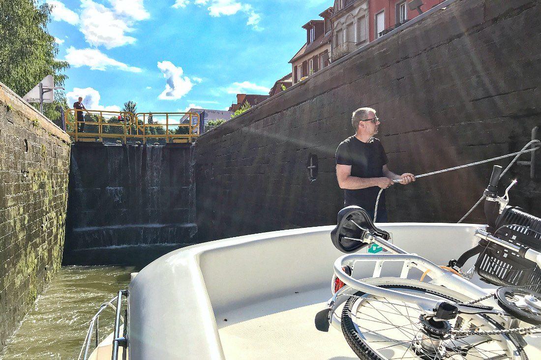 Schleuse im Hausboot Urlaub