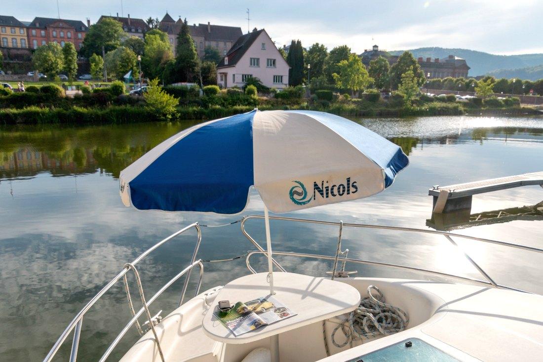 Sonnendeck auf dem Hausboot