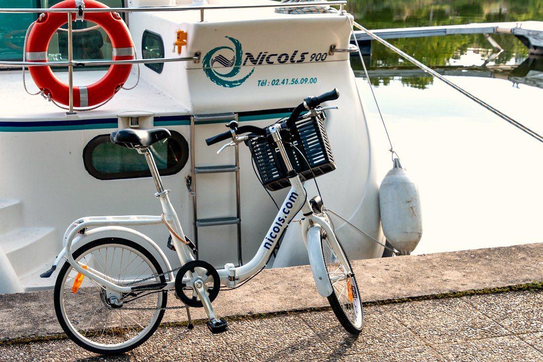 Fahrrad beim Hausboot