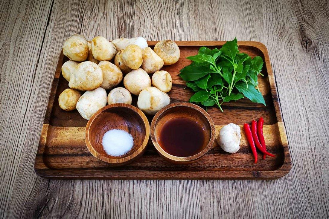 Zutaten Pad Kra Pao mit Tofu oder Pilzen