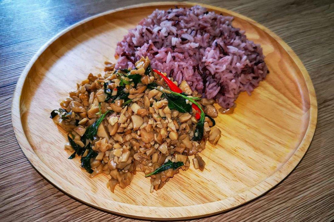 Veganes Pad Kra Pao Thai Food Rezept
