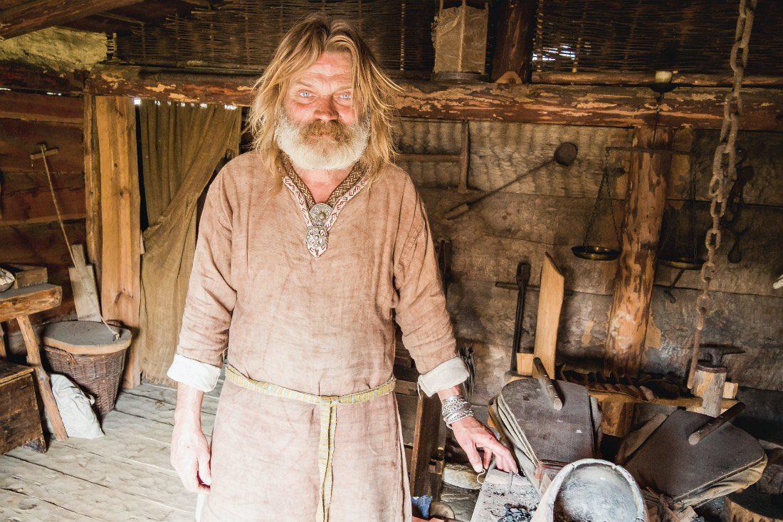 Handwerker im Wikingerdorf Wollin