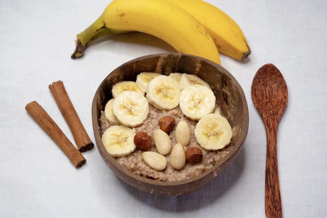 Veganes Frühstück Porridge Rezept mit Bananen